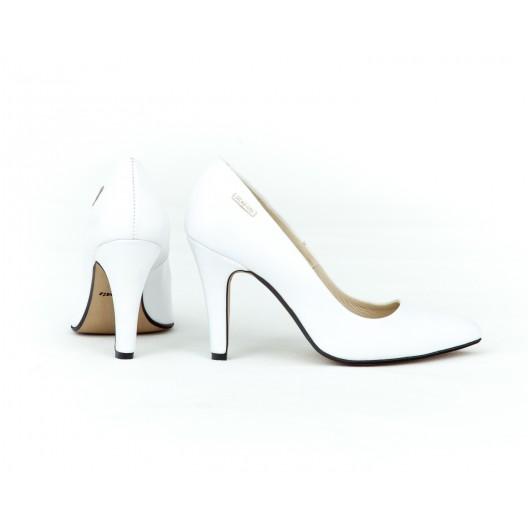 Svadobné biele dámske kožené lodičky s ostrou špičkou a úzkom opätku