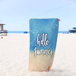 Modrá osuška na pláž s nápisom summer