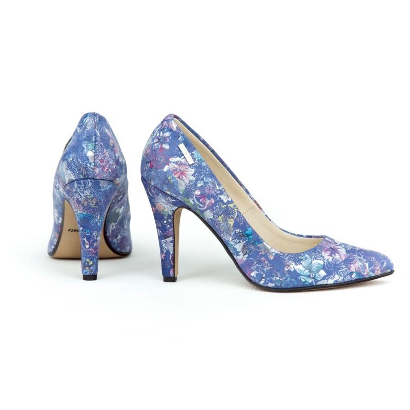 039557e803 Elegantné dámske kožené lodičky v modrej farbe s potlačou kvetov