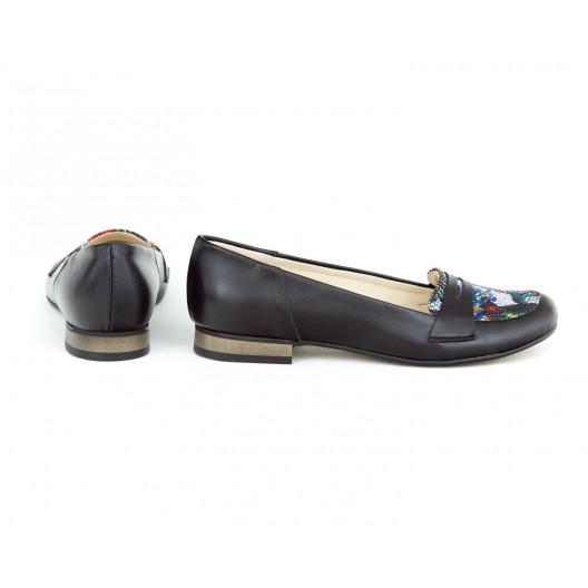 Originálne kožené dámske čierne baleríny s farebným motívom