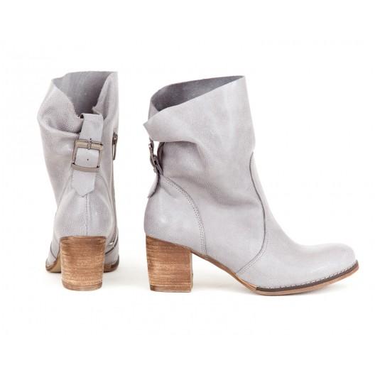 Dámske prechodné kožené členkové topánky v sivej farbe