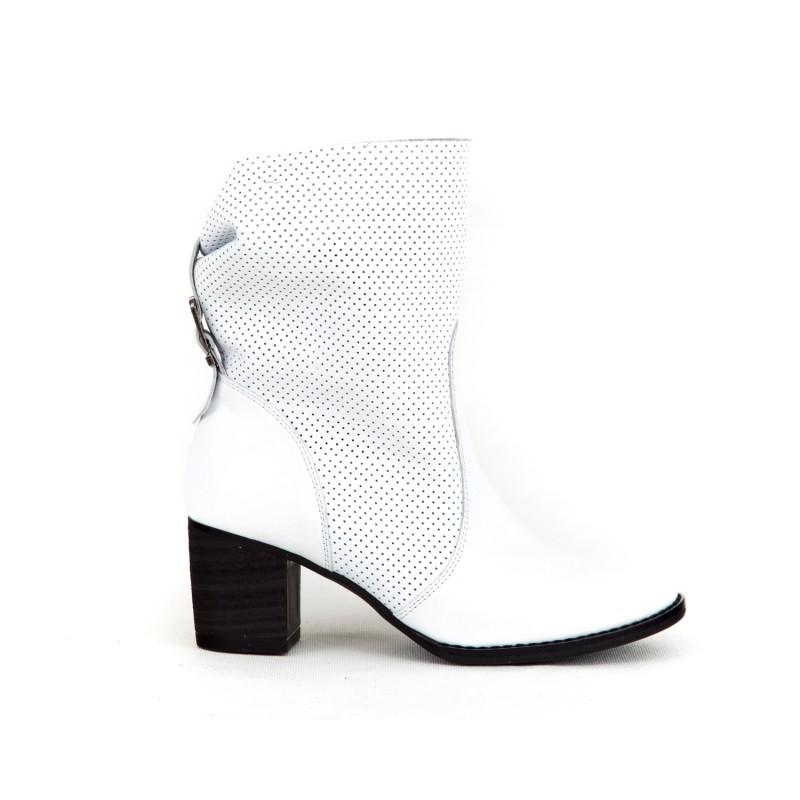 9c8600b04b29 Dámske kožené biele jarné topánky dierkované na opätku