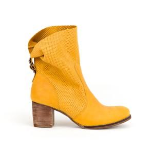 Štýlové dámske kožené topánky kovbojky v krásnej žletej farbe
