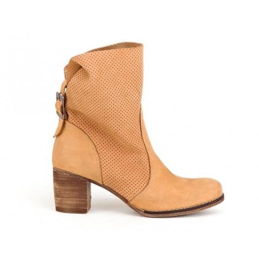 Originálne dámske kožené topánky v pieskovej farbe na opätku