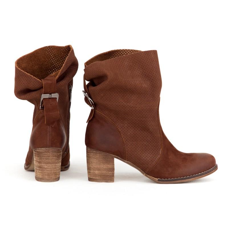 cb2cc634b5c5 Luxusné dámske kožené hnedé topánky kovbojky s prackou