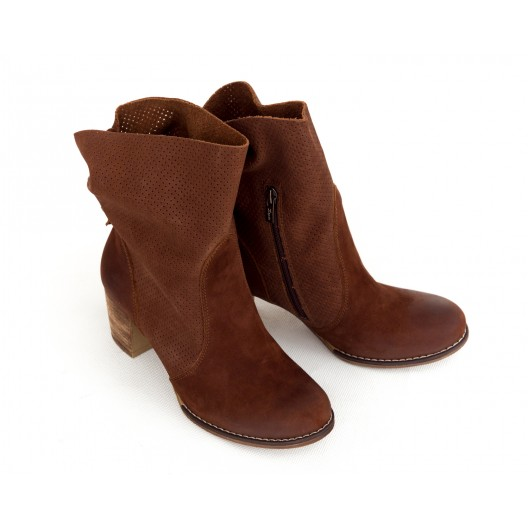 Luxusné dámske kožené hnedé topánky kovbojky s prackou