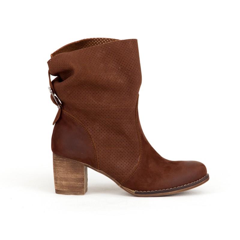 437a7aceda60 Luxusné dámske kožené hnedé topánky kovbojky s prackou