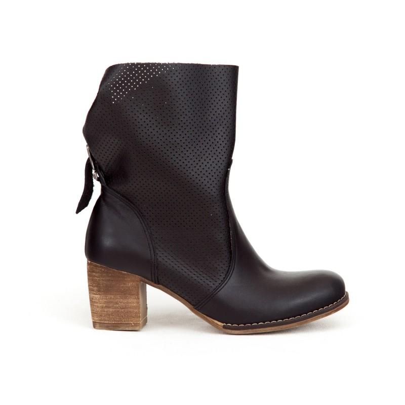 315695f82 Luxusné dámske čierne kožené členkové topánky kovbojky s prackou