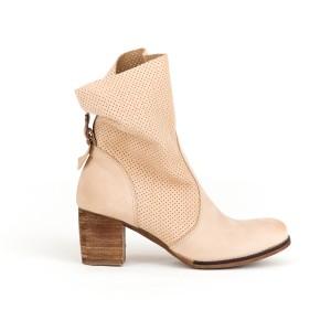 Moderné dámske kožené členkové topánky v béžovej farbe