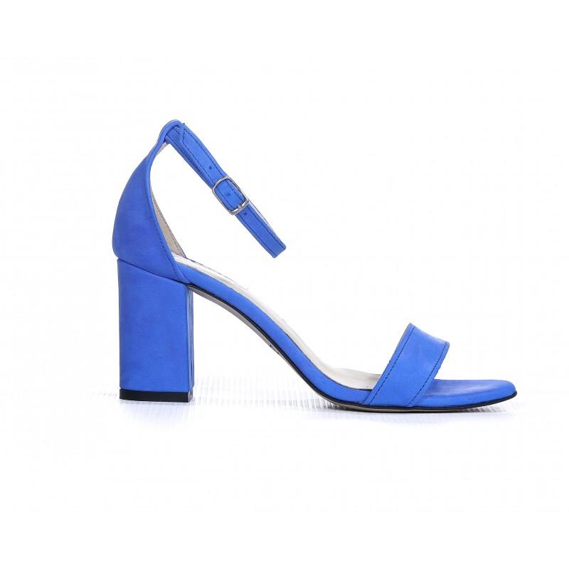 9d1b6a7f00 Elegantné dámske kožené sandále zafírovo modré na plnom opätku