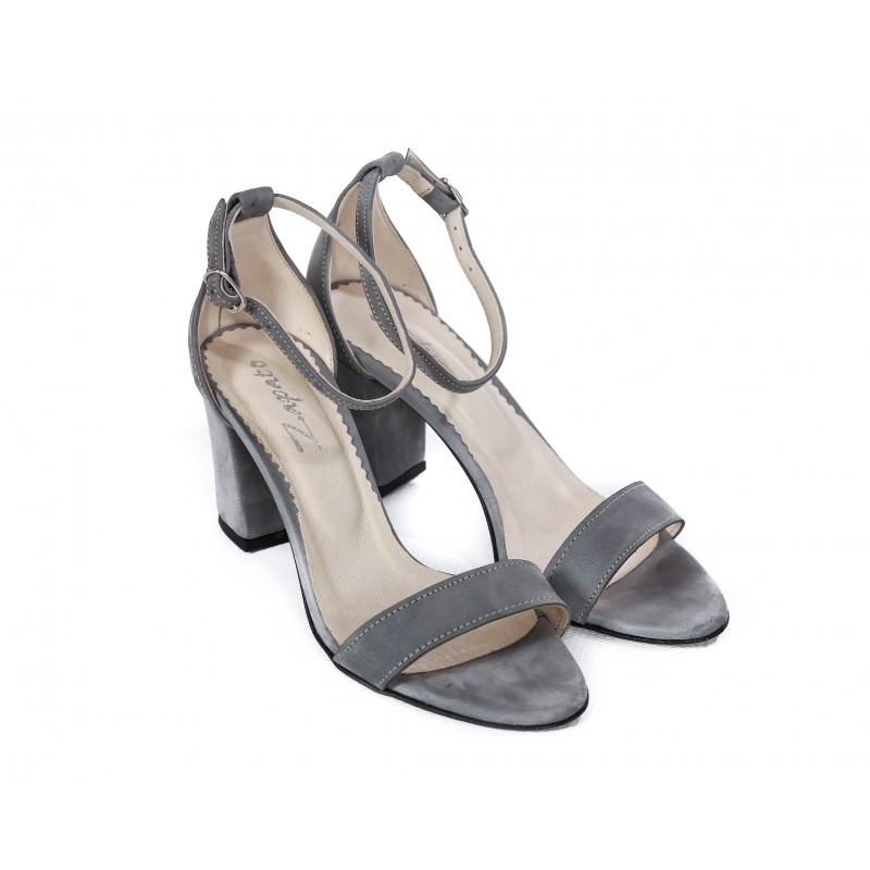 8ec1460caa Elegantné dámske kožené sandále v sivej farbe na plnom opätku