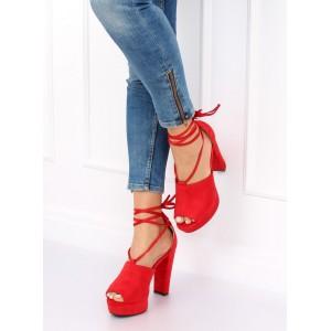 Červené dámske sandále s viazaním okolo nohy na vyvýšenej platforme