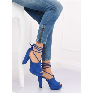 Štýlové modré dámske sandále s viazaním okolo nohy a na plnom opätku