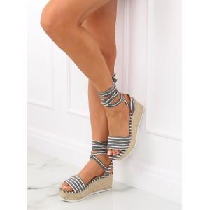 Letné dámske sandále v sivej farbe na pletencovej platforme
