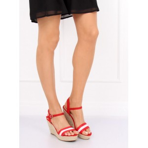 Červené dámske letné sandále na pletencovej platforme