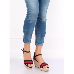 Tmavo modré dámske sandále na platforme a zapínaním na remienok