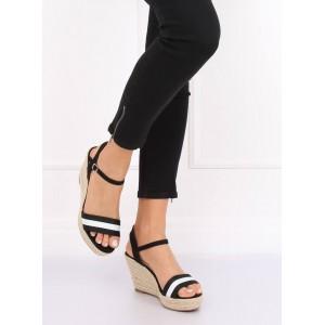 Čierne dámske sandále s bielym pruhom a zapínaním na remienok