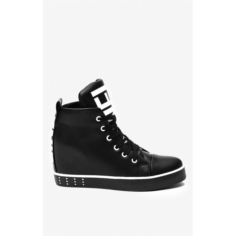 b87ad2a0ae81 Predchádzajúci. Značkové dámske topánky čiernej farby s nápisom LINE ...