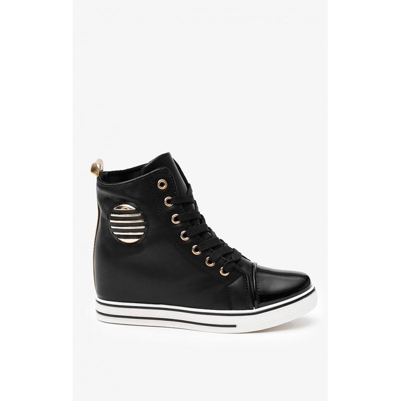 62a56333a1 Predchádzajúci. Módne dámske topánky čiernej farby ...