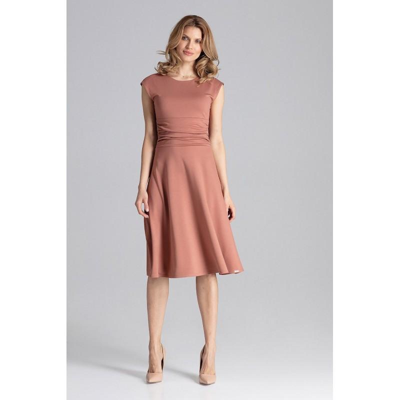 29bb6e26aa Dámske šaty v hnedej farbe s rozšírenou sukňou a nariaseným pásom