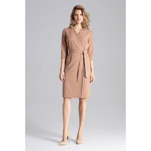 Svetlo hnedé dámske šaty módneho strihu s V výstrihom a opaskom