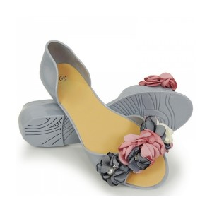 Štýlové dámske sivé romantické gumené baleríny s kvietkami