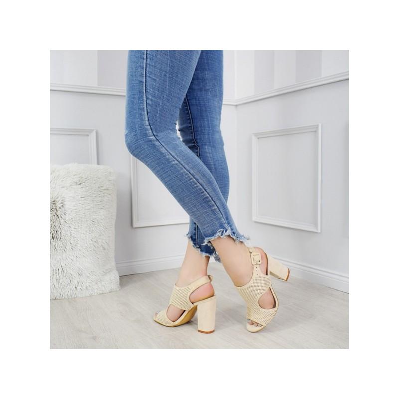 64dfa43f6502 Spoločenské dámske béžové sandále na vysokom opätku