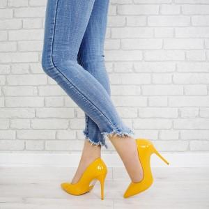 Spoločenské dámske lakované lodičky v žltej farbe na vysokom podpätku