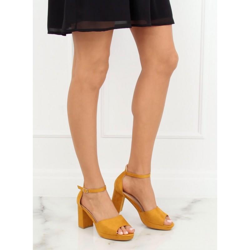9870be3513 Krásne žlté semišové sandále na módnom hrubom opätku