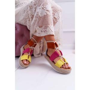 Štýlové dámske sandále v kombinácii farieb a na pletencovej platforme