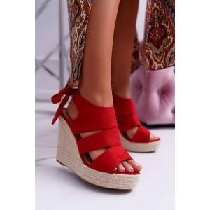Červené dámske semišové sandále na vysokej pletencovej platforme