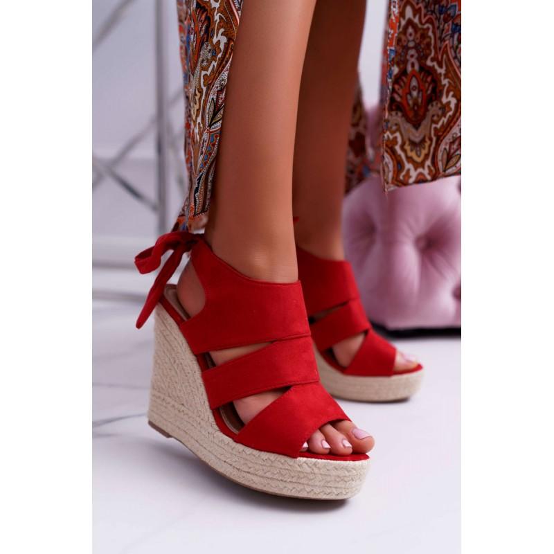 979490d5f120 Červené dámske semišové sandále na vysokej pletencovej platforme
