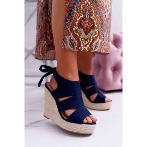 Krásne tmavo modré dámske letné sandále na pletencovej platforme
