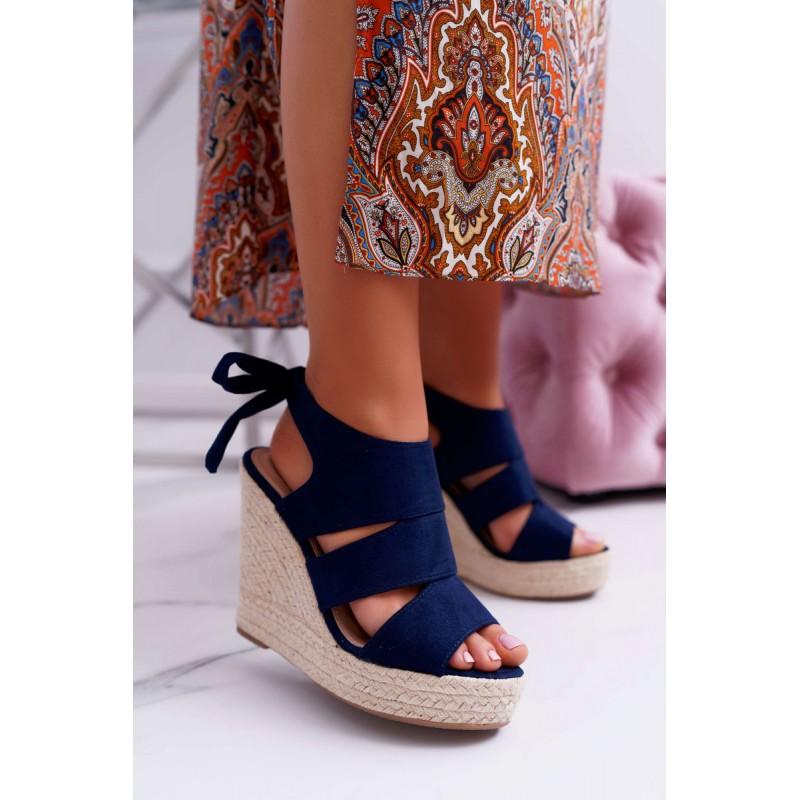 e8bb0e6ce1a4a Krásne tmavo modré dámske letné sandále na pletencovej platforme