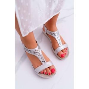 Krásne strieborné dámske nasúvacie sandále na nízkej plaftorme