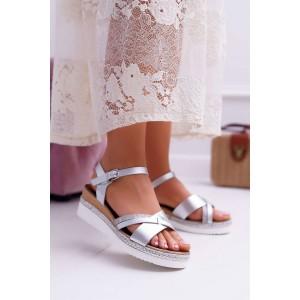 Krásne dámske strieborné sandále na platforme s pletencom