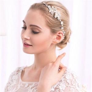 Dámska korunka do vlasov na svadbu v striebornej farbe