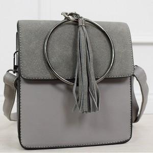 Dámska sivá malá kabelka na plece s ozdobným kruhom a strapcami