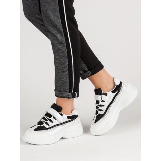 Extravagantné tenisky v čierno bielej farbe