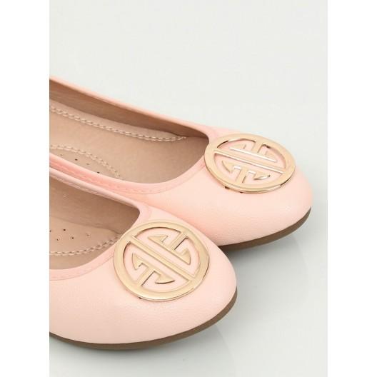 Púdrovo ružové dámske baleríny s veľkou ozdobnou zlatou sponou