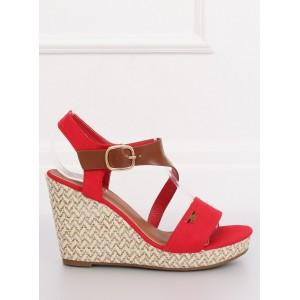 Letné dámske sandále červenej farby na platforme