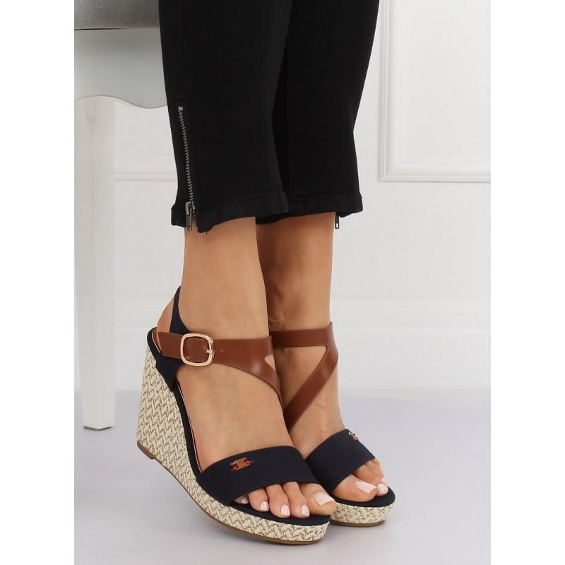 4feff5a75194b Tmavo modré remienkové sandále na vysokej platforme