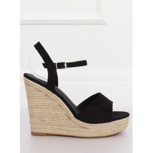 Klasické dámske sandále na platforme čiernej farby