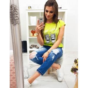 Trendy dámske neónovo žlté tričko s potlačou tenisiek a módnym nápisom