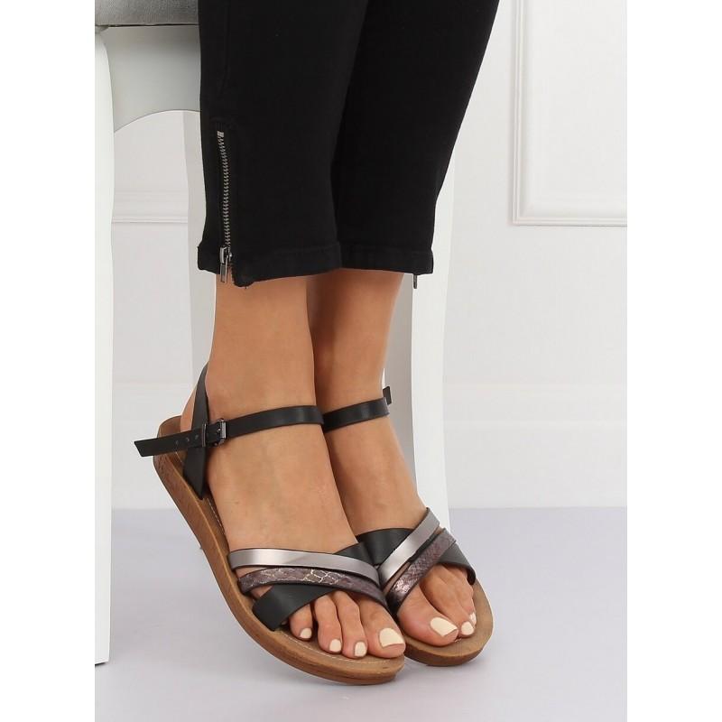 b5aa3072ea87 Pohodlné dámske čierne sandále s reliéfnym metalickým pásom