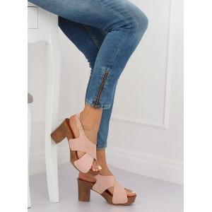 Pohodlné dámske sandále v ružovej farbe na módnom plnom opätku
