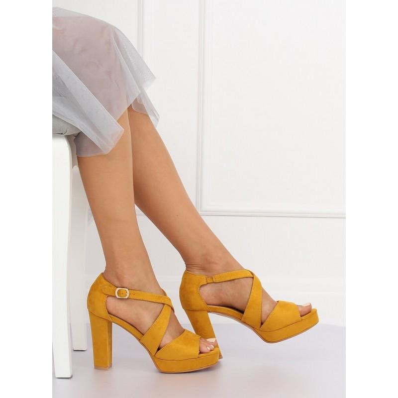 64cbe83d28 Štýlové dámske letné žlté sandále na platforme s remienkom