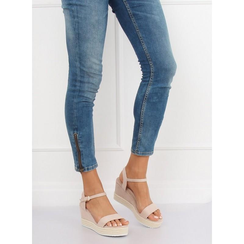 b47e8214f683 Dámske béžové sandále na pletencovej platforme a remienkom okolo nohy