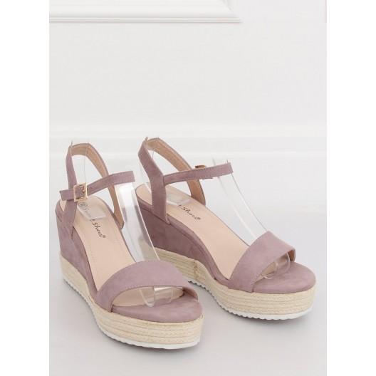 Štýlové dámske sandále na platforme v krásnej svetlo fialovej farbe