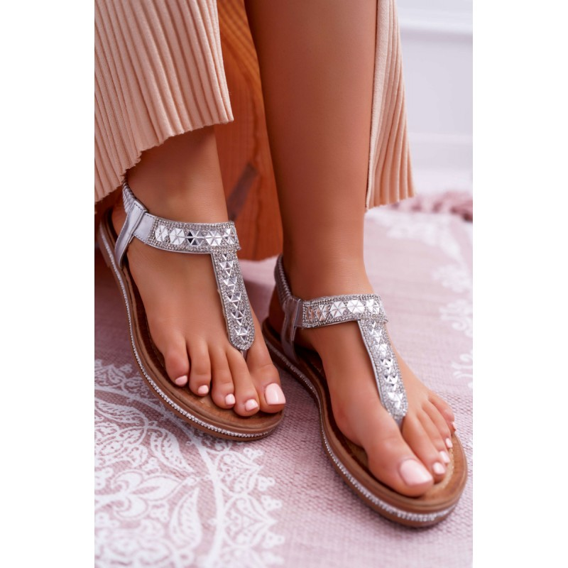 a499f3df11 Strieborné dámske nízke sandále s lesklými kamienkami
